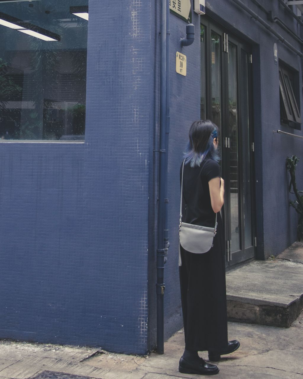 TAT_halfmoon_mini_crossbody-street snap
