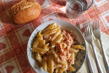 Load image into Gallery viewer, Penne al salmone