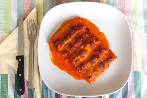 Shredded chicken stew cannelloni with piquillo pepper sauce