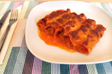 Load image into Gallery viewer, Shredded chicken stew cannelloni with piquillo pepper sauce
