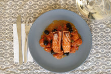 Load image into Gallery viewer, Salmon with black olives and cherry tomatoes