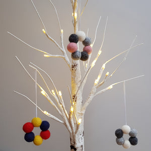 Felt Ball Wreath Aromatherapy Car Diffuser Monochrome - Home & Car Diffuser / Freshner - Rituals Home