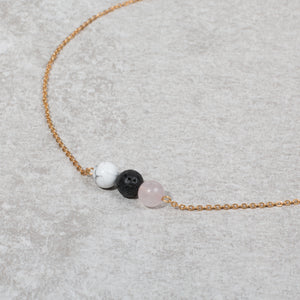 HEART & SOUL Essential Oil Diffuser Necklace Howlite & Rose Quartz - Diffuser Necklaces - Altruis Living