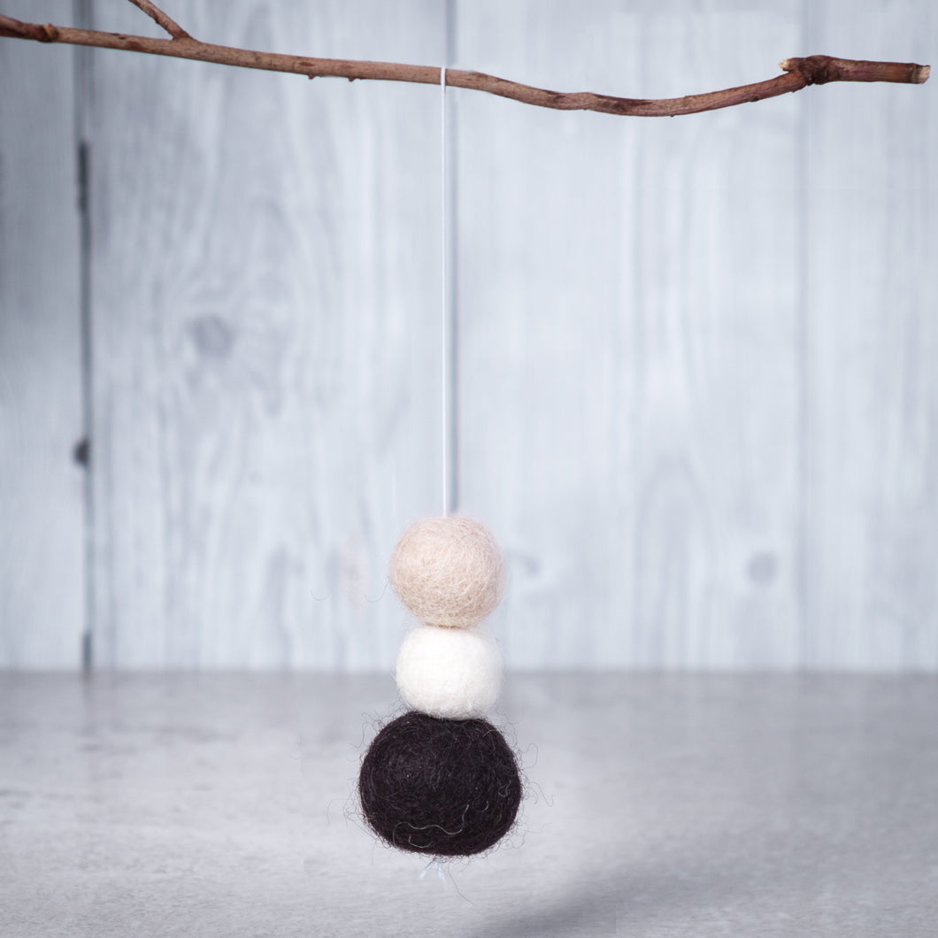 Felt Ball Aromatherapy Car Diffuser Black, White & Beige - Car Diffuser / Freshner - Rituals Home
