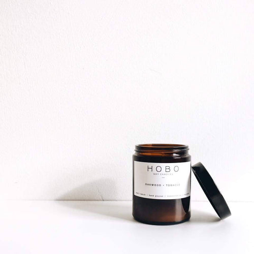 Hobo Oakwood & Tobacco Soy Candle (Brown Glass Jar) - Candles - Rituals Home