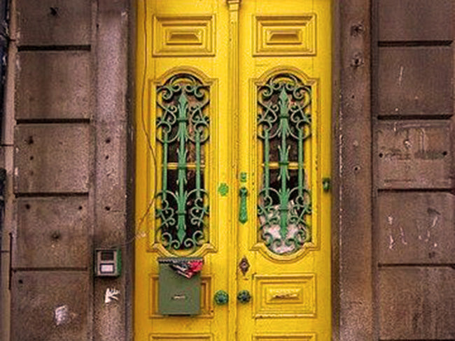 COLOUR THERAPY FOR FRONT DOORS