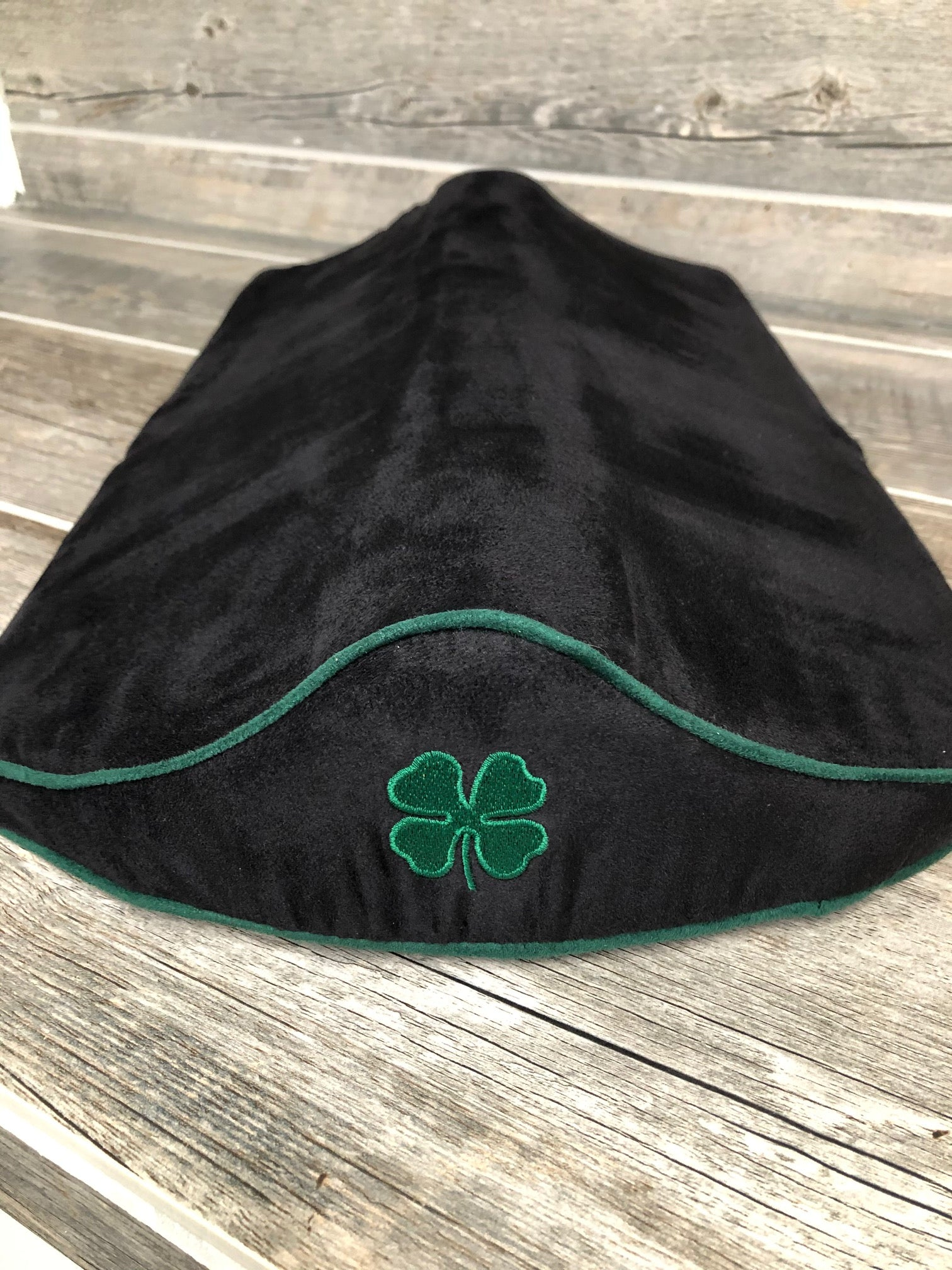 SaddleMattress Supreme Four Leaf Clover in Black