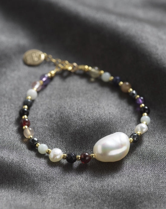 Bracelet with Baroque freshwater pearl and half gemstones