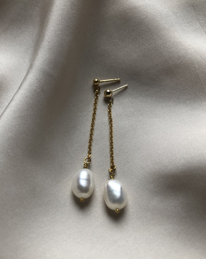 Long earring with Baroque freshwater pearl