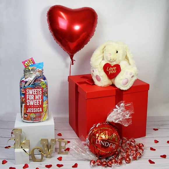 Deluxe Valentine Gift Sweet and Chocolate Box ¦ Valentine Gift Delivery