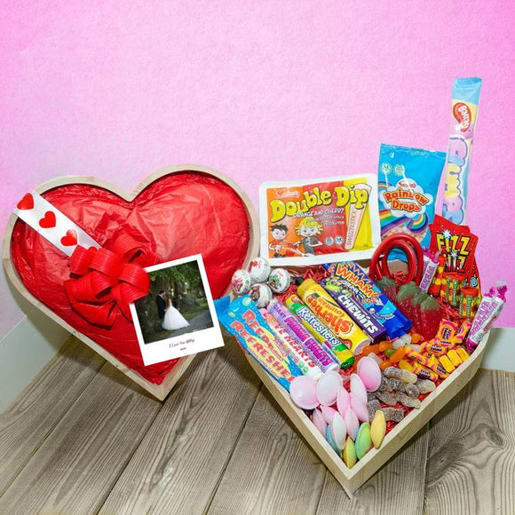 Sweet Heart Hampers ¦ Send Sweet Heart Box UK ¦ Buy Sweets Online  A Wine Lovers