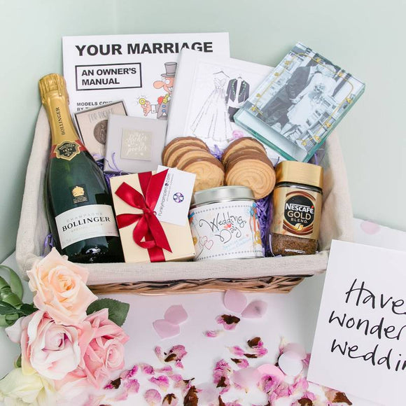 Just Married Hampers Free Personalised Greetings Card ¦ A Wine Lovers