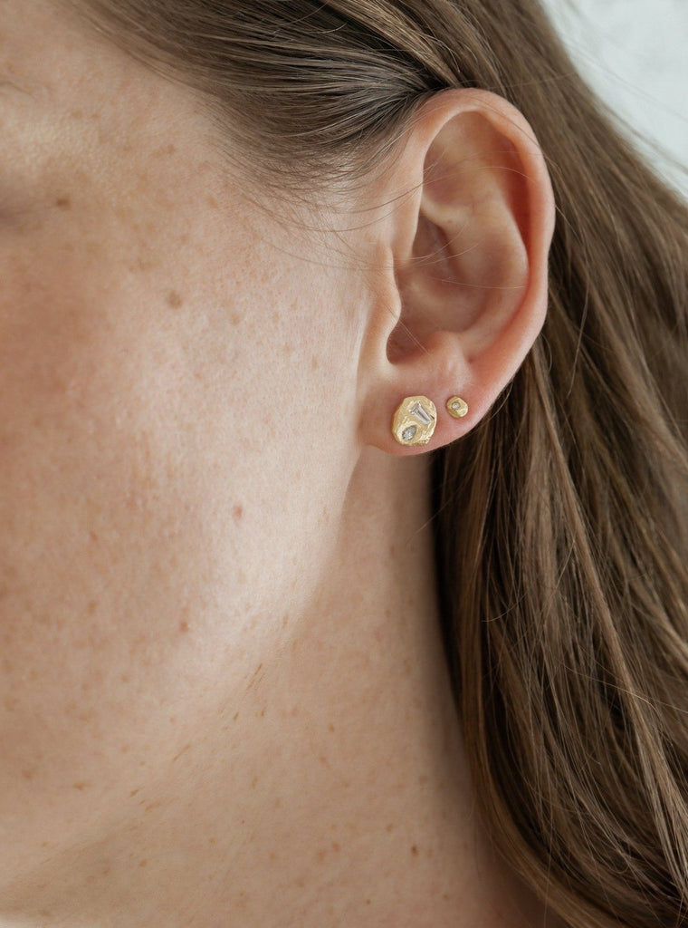 Handmade post earrings in 18kt gold with geometric diamonds.