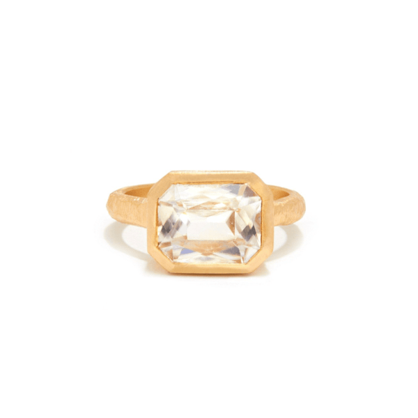 Handmade engagement ring with a zircon in 18kt gold.