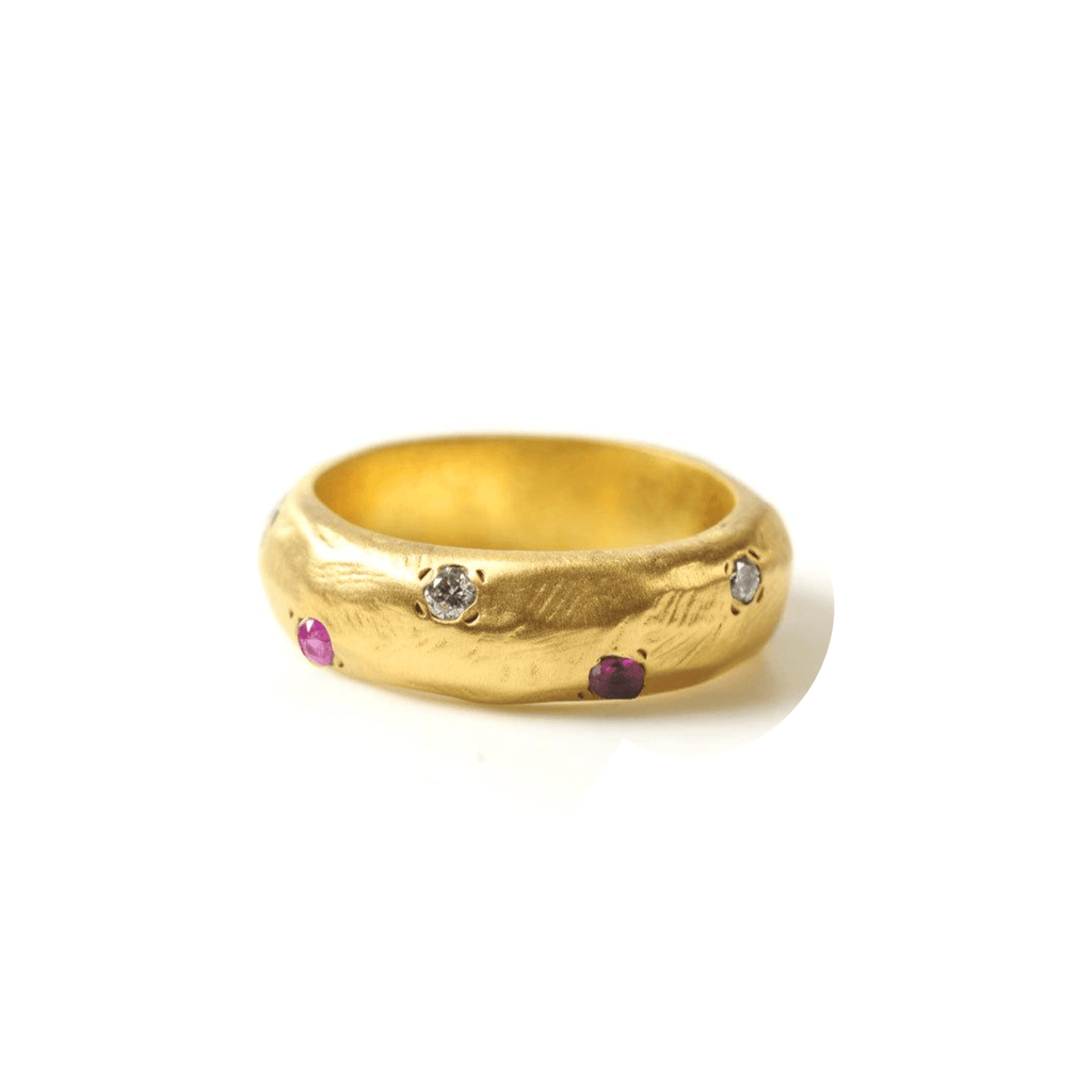 Handmade 18kt gold ring with diamonds and pink sapphires.