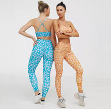 Load image into Gallery viewer, Colored Leopard Scrunch Leggings