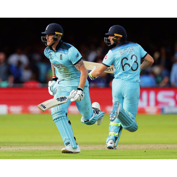 Ben Stokes and Jos Buttler run between the wickets during the super over