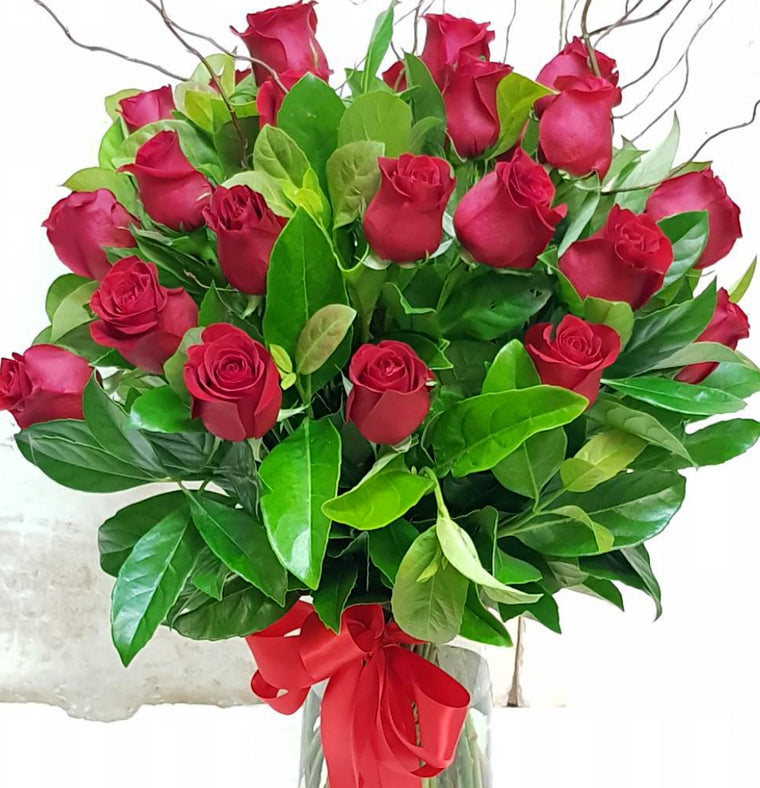 Long Stem Red Columbian Roses in a Bouquet