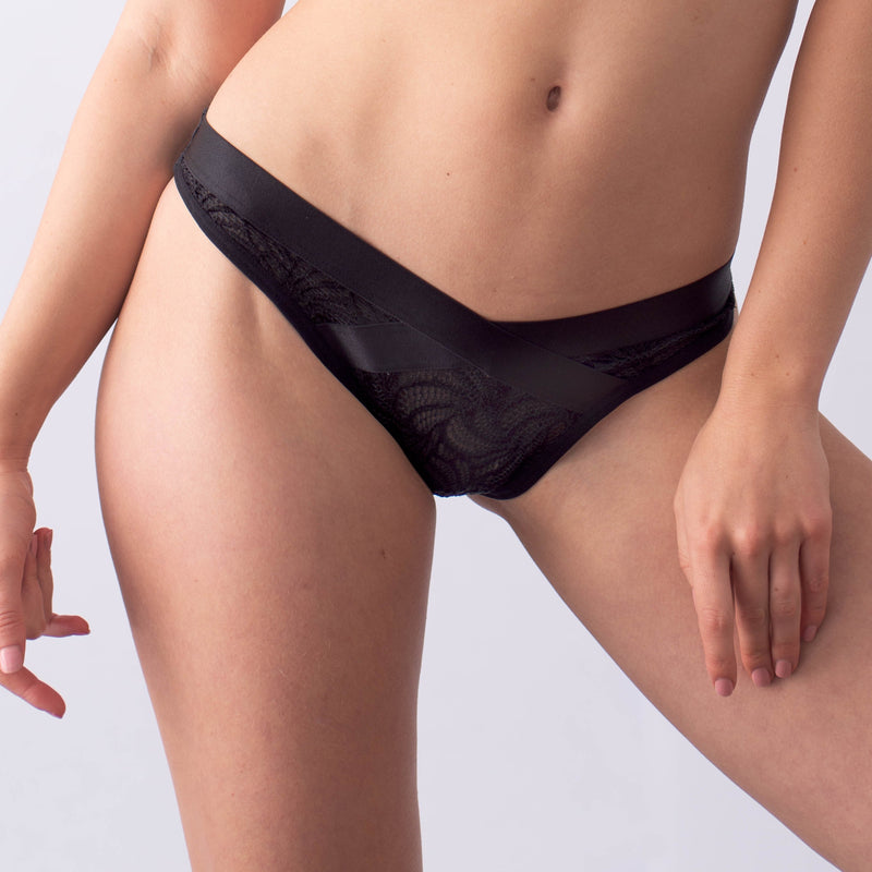 WARRIOR BLACK LOW-CUT BIKINI BRIEF