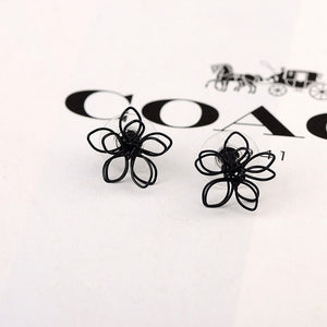 Stylish Black Flower Stud Earring - Thallo Shop