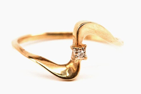 10K Squiggle Diamond Ring