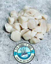 Load image into Gallery viewer, Fresh Day Boat Scallops F/V Isabel & Lilee
