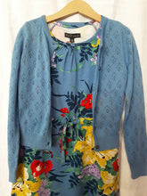 Laden Sie das Bild in den Galerie-Viewer, Kinder Strickjacke hellblau Petit Louie *New in*