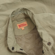 Load image into Gallery viewer, Fjäll Räven Wild MT Vest Size L - Beige