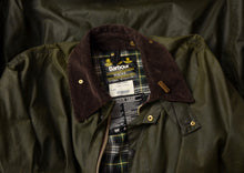 Load image into Gallery viewer, Barbour Border Waxed Jacket Size C46/117cm - Green