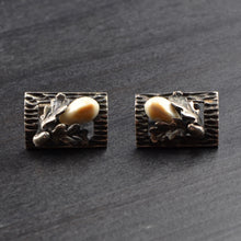 Load image into Gallery viewer, Trachten .800 Silver Cufflinks with Grandl - Oak