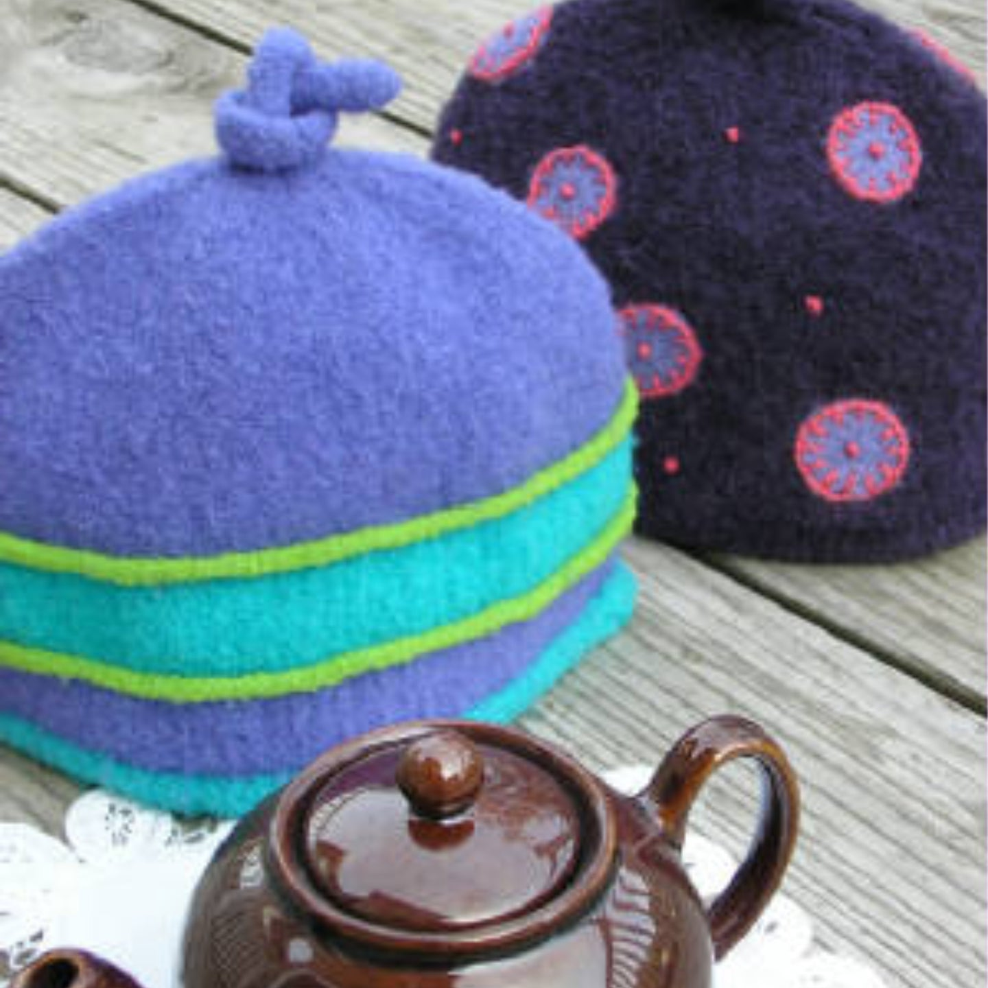 Marie Mayhew's Woolly 2-Cup Tea Cozy pattern