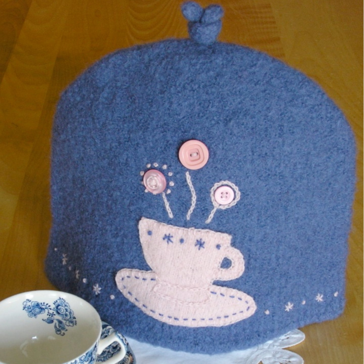 Marie Mayhew's Woolly 6-Cup Tea Cozy pattern