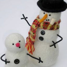 Load image into Gallery viewer, marie mayhew's woolly snowman pattern