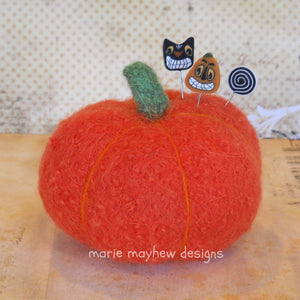 harvest pumpkin pattern with halloween decorative quilting pins