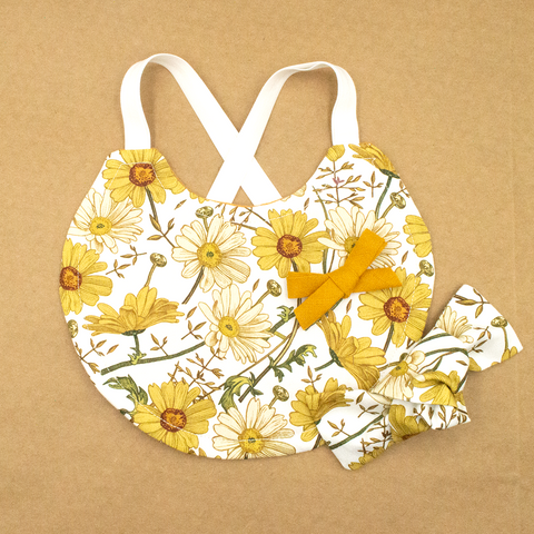 Daisy Bib and Bows Set