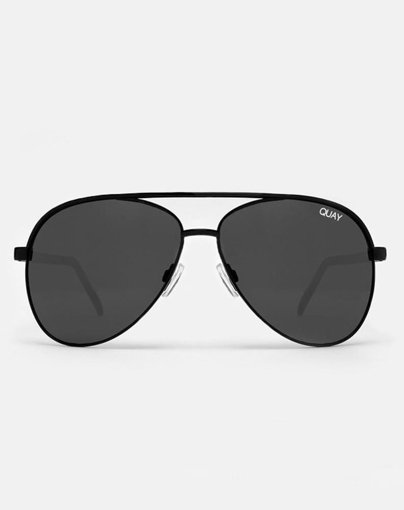 Quay x Shay Mitchell Vivienne in Black/Smoke Lens