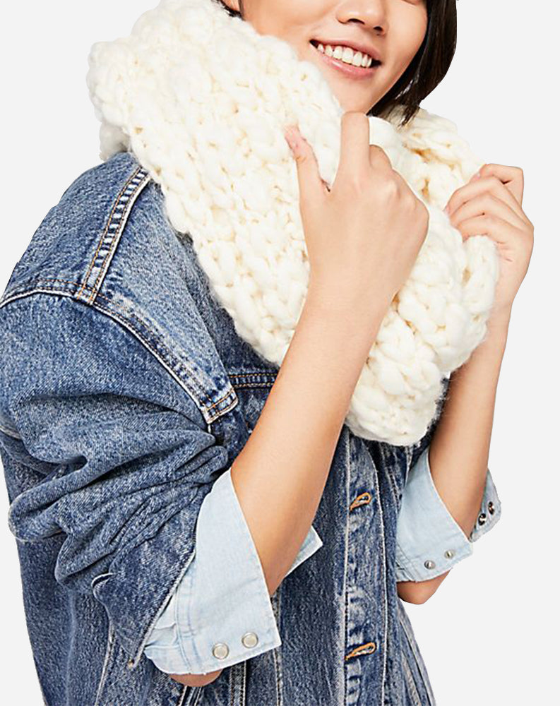 Dreamland Chunky Knit Cowl Scarf in Ivory