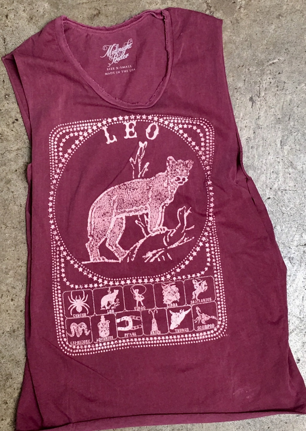 Leo Muscle Tee in Wine