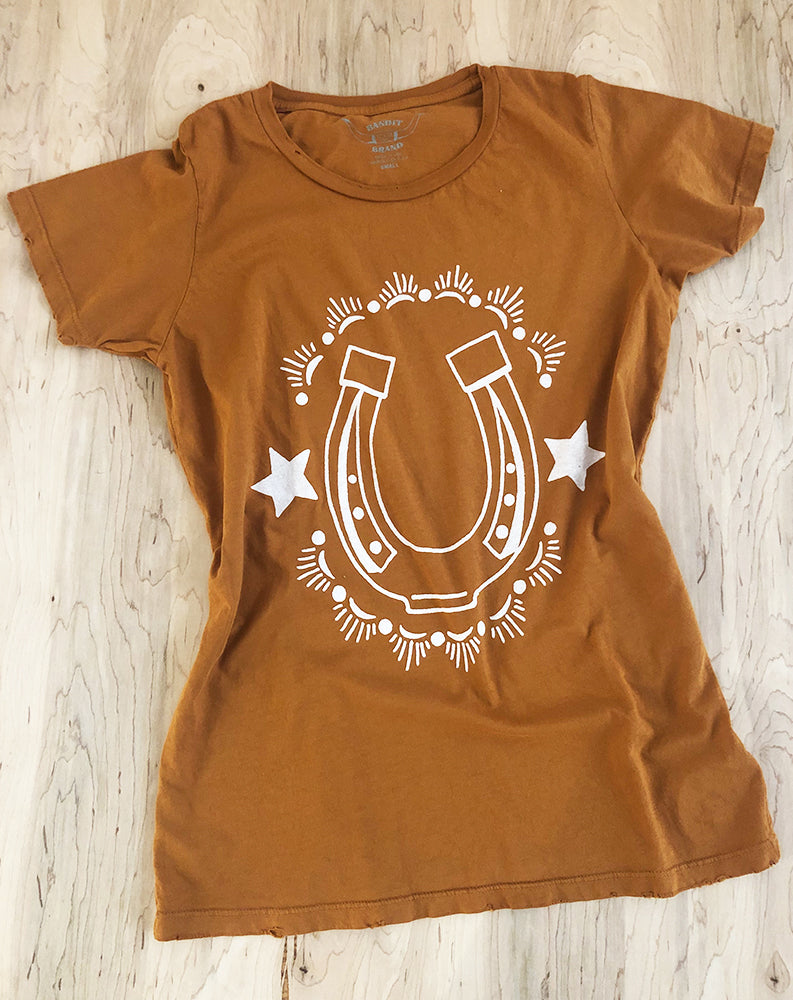 Lucky Horseshoe Tee in Cognac/White