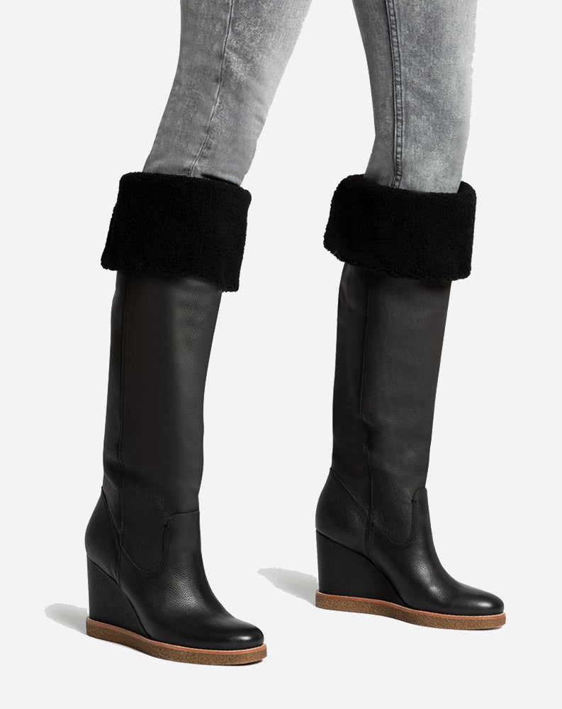 Perly Boots in Black