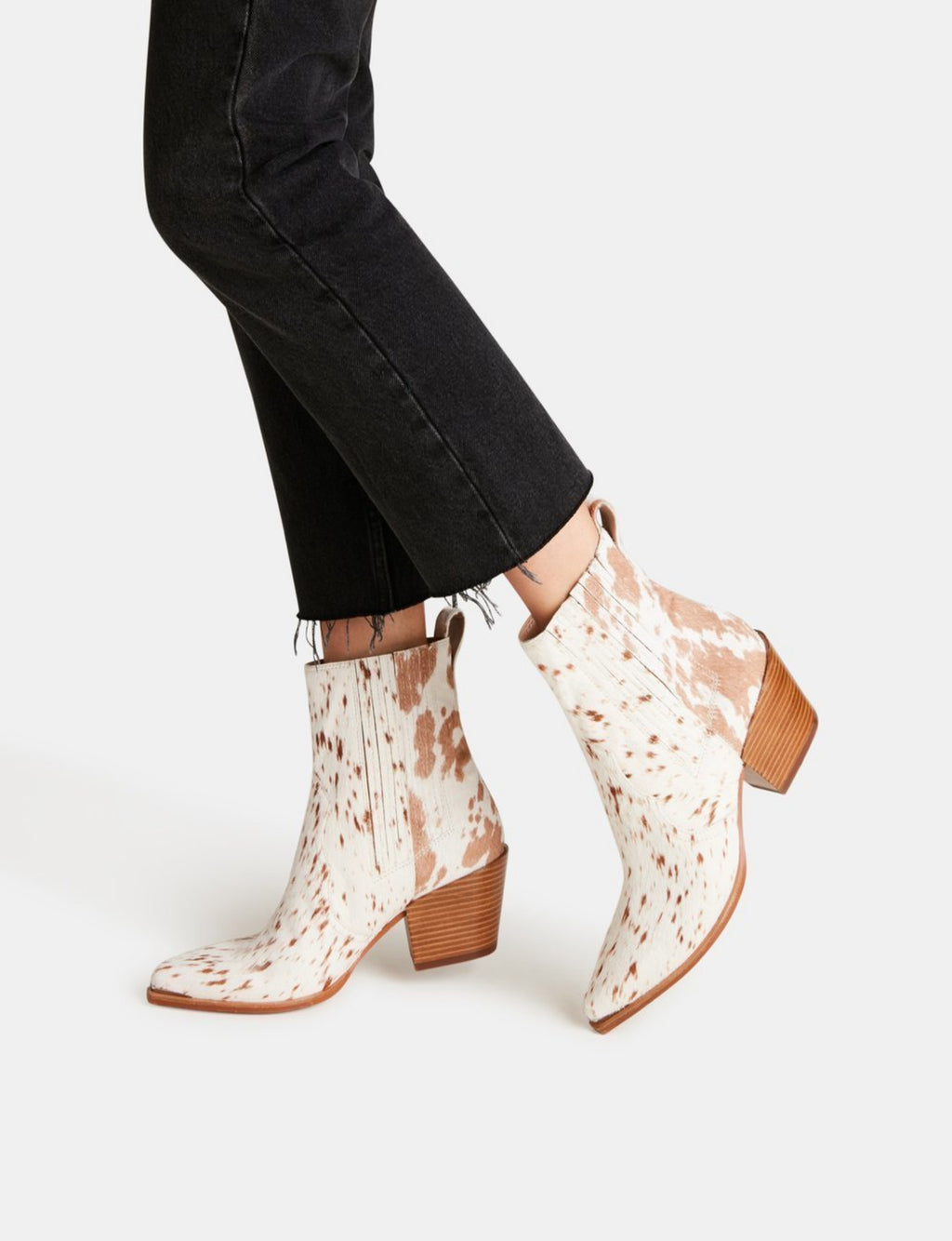 Dolce Vita Serna Bootie in Fawn