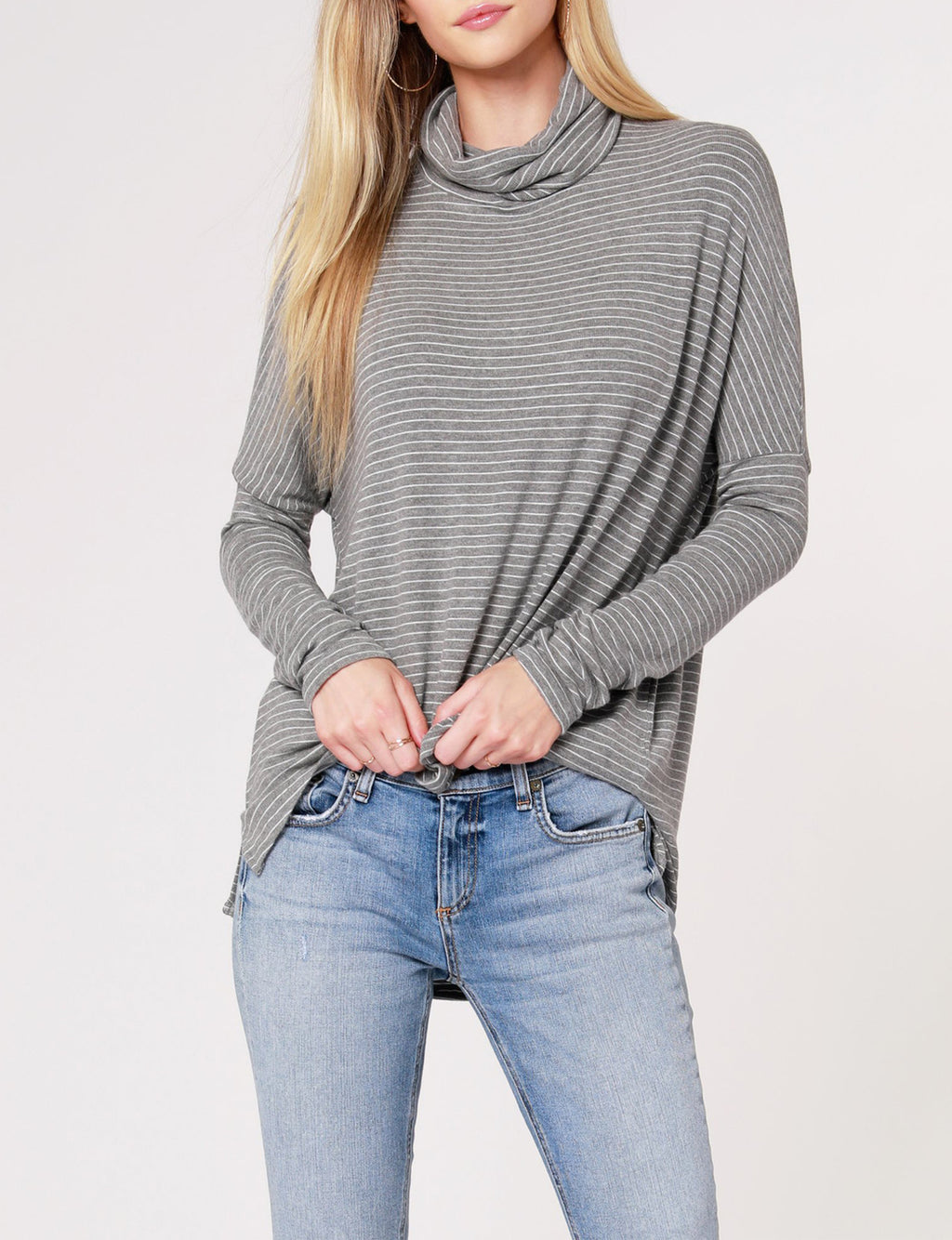 Drop Sleeve Turtleneck in Heather Grey
