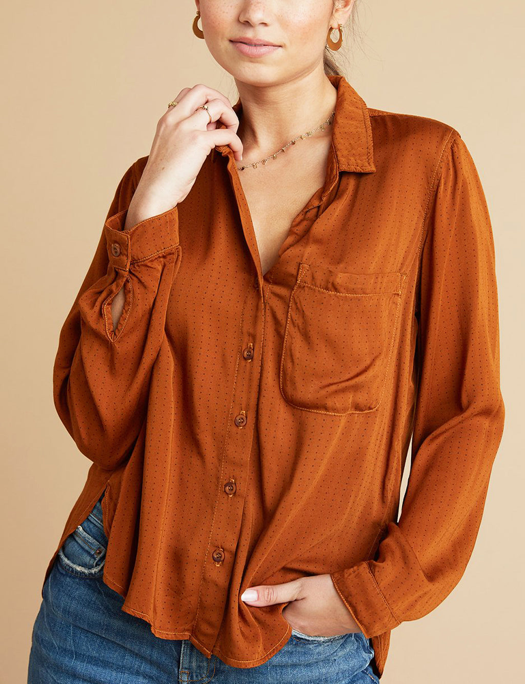 Bella Dahl Rounded Hem Pocket Button Down in Amber Dots