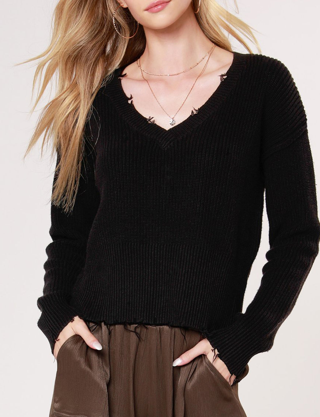 Cropped V Neck Sweater in Black