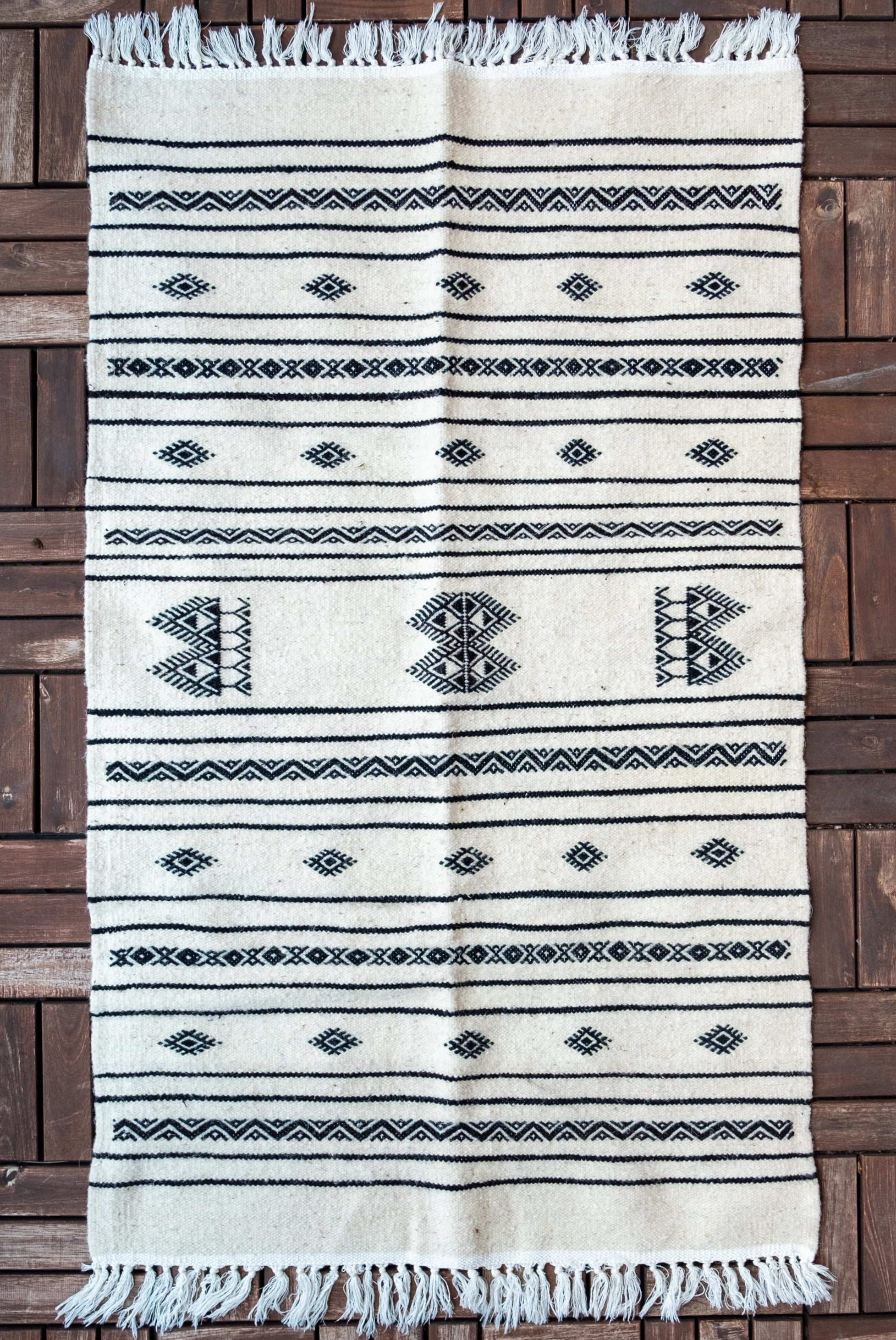 Tapis Traditionnel Noir & Blanc