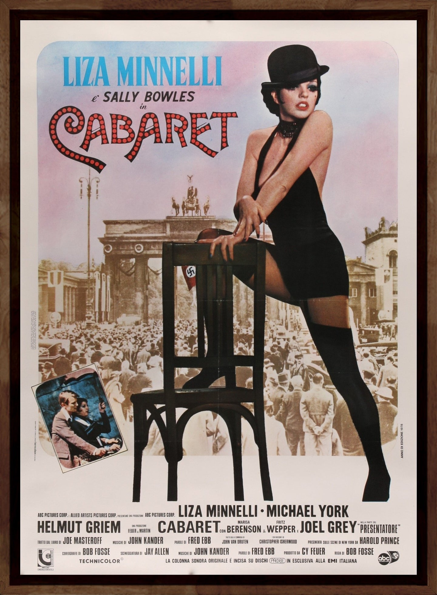 An original Italian movie poster for the film Cabaret starring Liza Minnelli