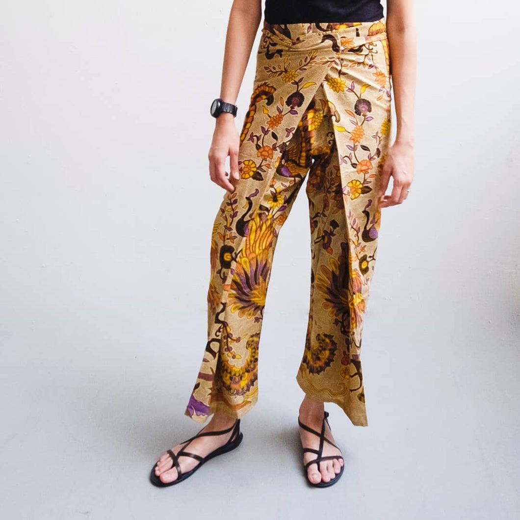 Crop wrap pants in Merak - Purple & Yellow
