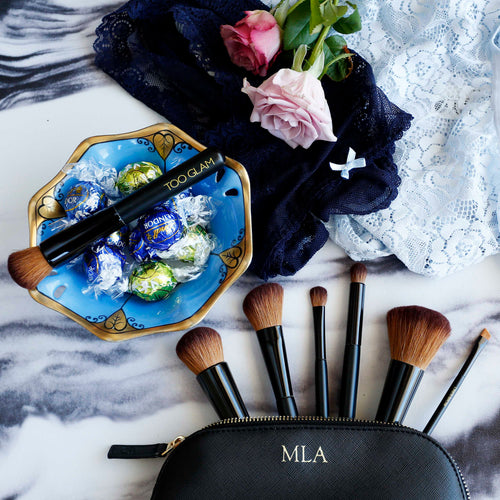 8 beautiful makeup brushes inside a gorgeous personalised case!