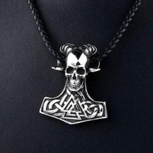 Load image into Gallery viewer, Horned Skull Pendant