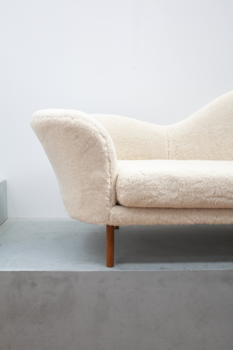 Gubi Grand Piano Sofa in Lambswool